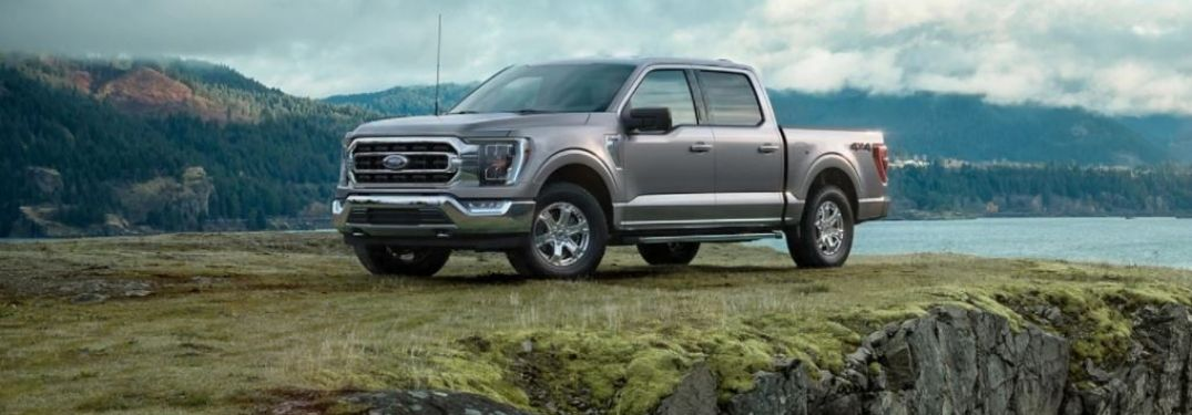2021-Ford-F-150-parked-on-a-cliff-side-view_o