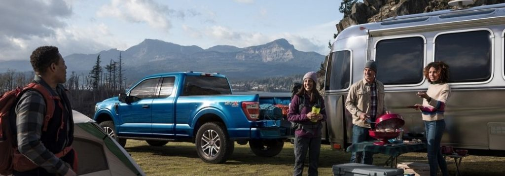 2021-Ford-F-150-parked-outside-with-a-trailer_o-1024x357
