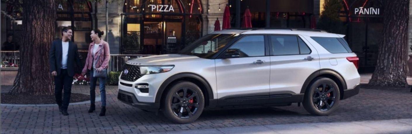 2021_Ford_Explorer_parked_outside_o